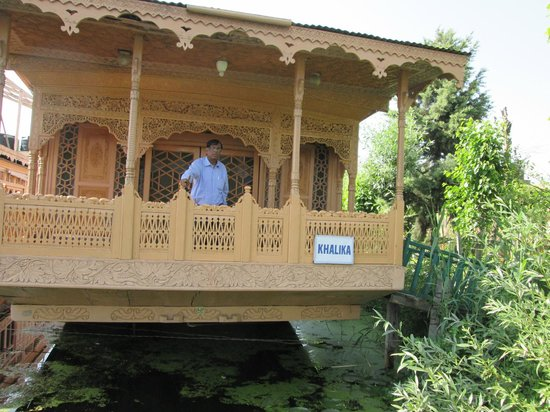 New Alexandra Houseboats: outside of houseboat