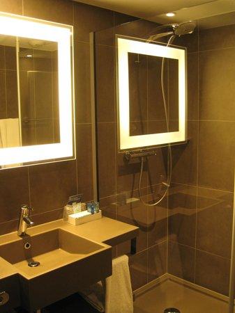 Novotel Brussels Centre: Baño