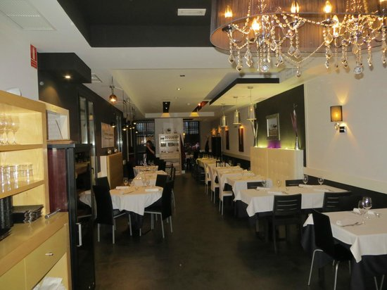 Metro Bistro - Plaza Mayor: Being 1st, we'd a choice of tables