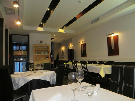Metro Bistro - Plaza Mayor: More of the Bright Interior