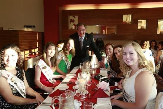 Maldron Hotel Portlaoise: International Roses having dinner in the Maldron
