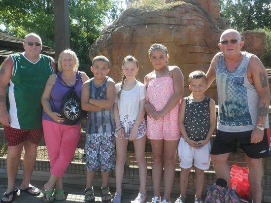 PortAventura Hotel Caribe : theme park family photo