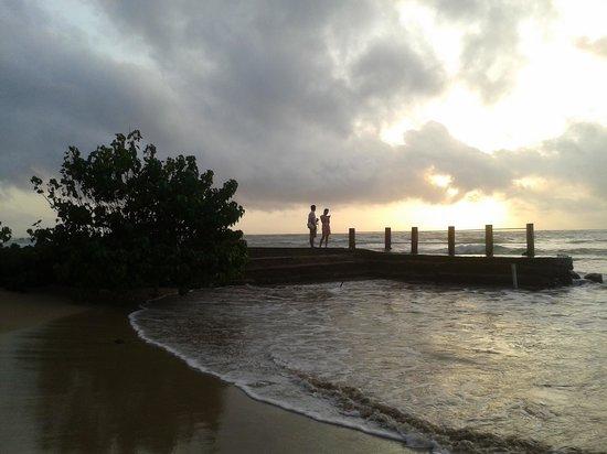 Hikka Tranz by Cinnamon : beach & Sun set