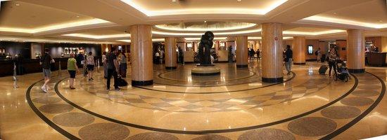 New York Hilton Midtown: Hotel reception