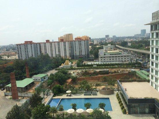 Vivanta by Taj Yeshwantpur: Pool view from Suite