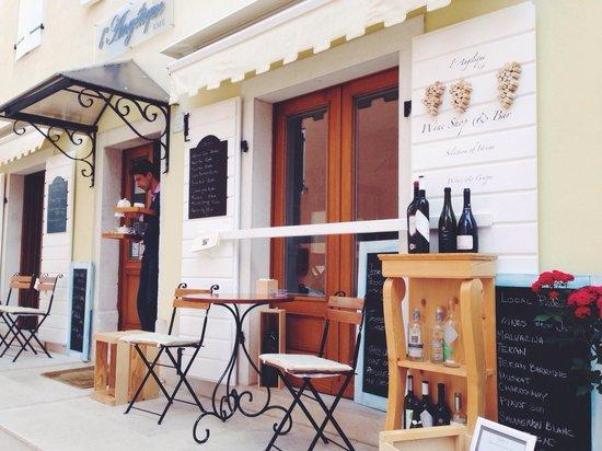 Cafe L'Angelique: Outside