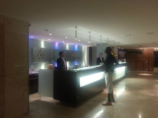 Hotel Four Points By Sheraton Cali: Area Hotel Recepcion 1