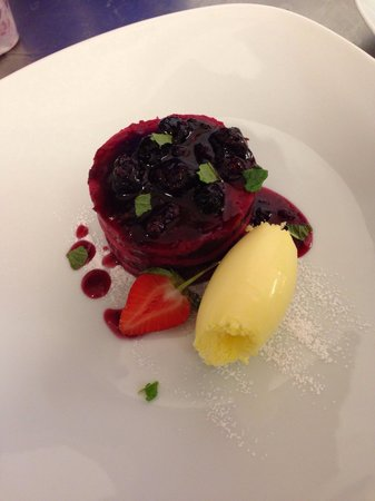 Rendezvous Wine Bar: Summer pudding dessert