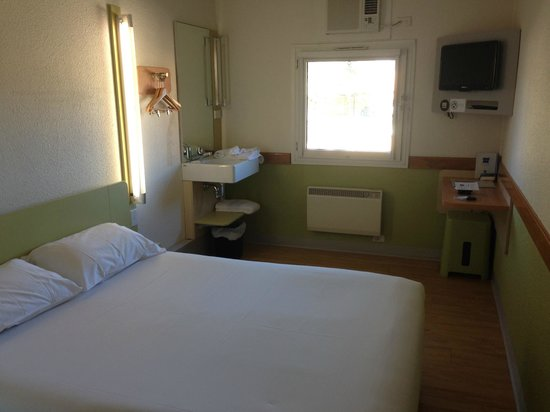 Ibis Budget Canberra: Room from entrance