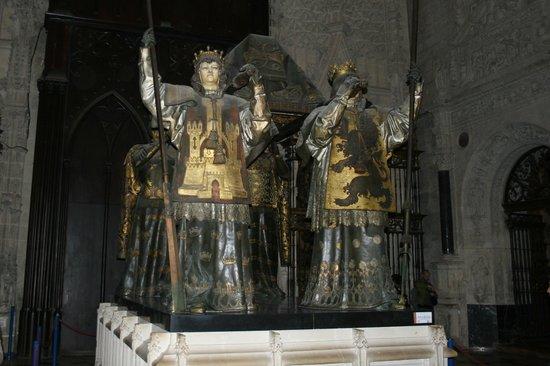 Catedral de Sevilla: Tomba di Colombo