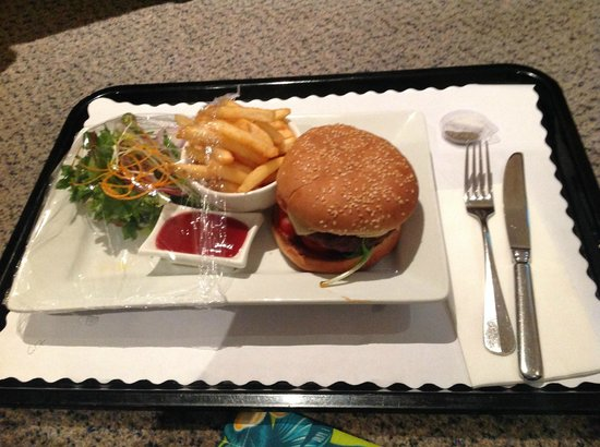 Holiday Inn Potts Point - Sydney: just love their burgers...
