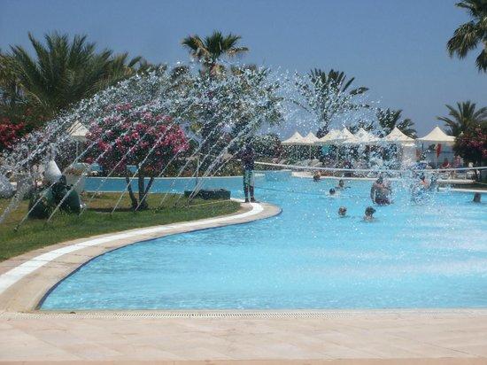Djerba Plaza Hotel & Spa: à midi les jets d'eau