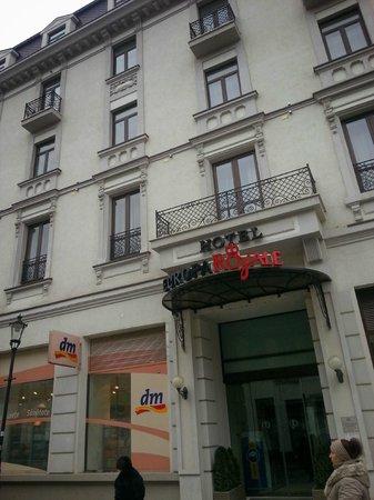 Europa Royale Bucharest: Outside the hotel