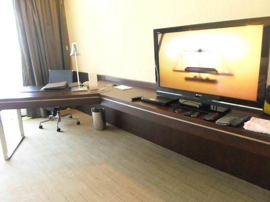 Sofitel Philippine Plaza Manila: Luxury room