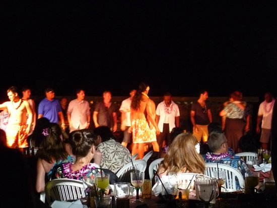 Sunset Luau at the Waikoloa Beach Marriott: Audience participation