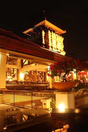 Nusa Dua Beach Hotel & Spa: The impressive main buidling