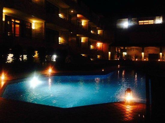 Roca Golf Hotel : By night
