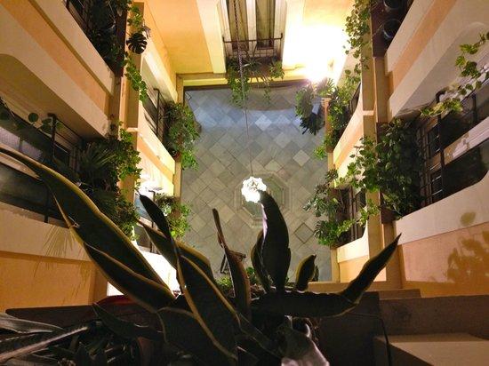 Reina Cristina Hotel: Reina Cristina Patio Granada
