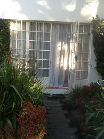 Cotswold Gardens Guest House: My own private entrance