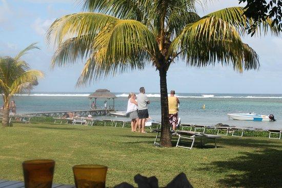 Tamassa: people enjoying waves