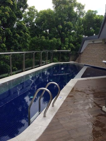 Santa Grand Hotel Bugis: roof deck pool