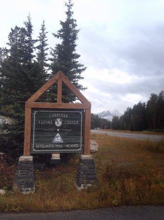 HI Lake Louise Alpine Centre : exterior