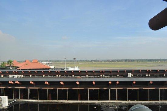 Jakarta Airport Hotel - UNDER RENOVATION: Вид из номера