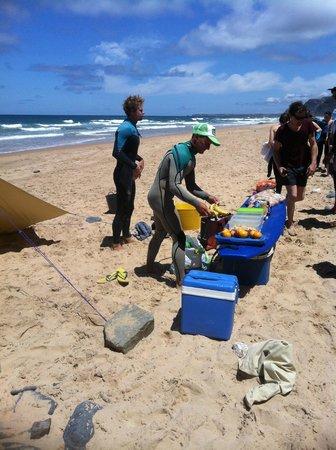 Jah Shaka Surf and Kite Lodge: lunch on the beach