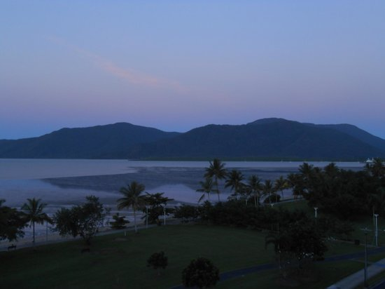 Holiday Inn Cairns Harbourside : View from balcony at dusk