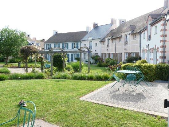 Marriott's Village d'Ile-de-France : Village town houses and Monet style garden