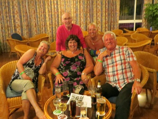 Riudor Hotel Benidorm: Jackie, Ray, Lesley, Carol and Dave. Met some lovely people here.