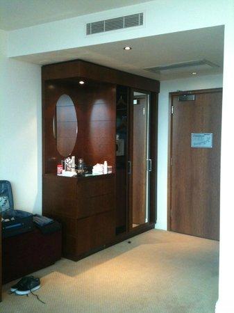 Macdonald Manchester Hotel & Spa: Wardrobe