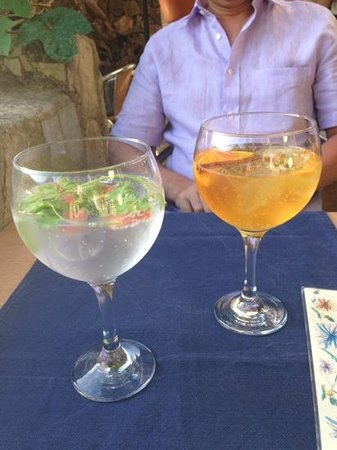 The Village Cafe : G&T time