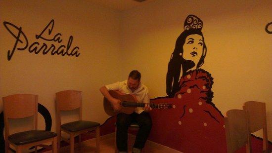 La Parrala Paella Resto Bar: Ambiance