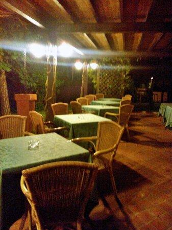 Locanda Antiche Macine: Tavolini all'esterno