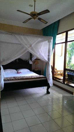 Adirama Beach Hotel : Main bedroom/entry