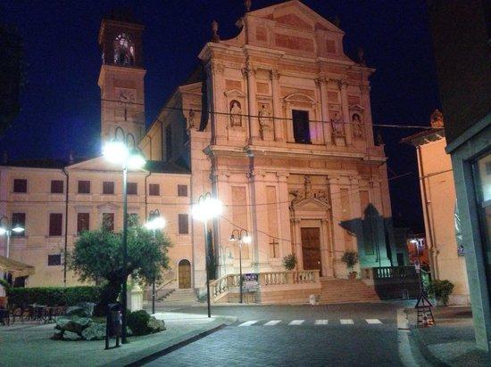 Albergo al Vignol: Town square