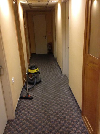 Olympia Tel Aviv Hotel: Little obstacle to get to the room