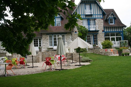 The 10 best restaurants near hotel mont vernon saint marcel for Restaurant le jardin mazargues
