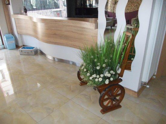 Rafo Hotel : Reception desk