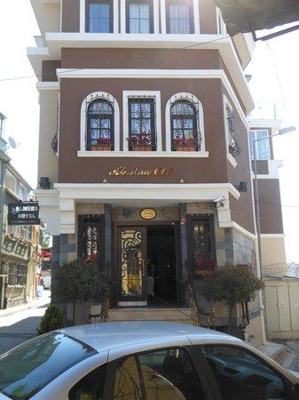 Almina Hotel: la facciata dell'hotel