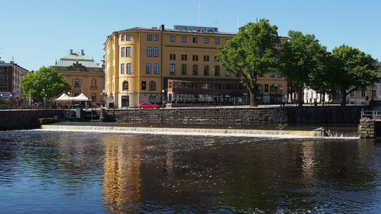 Elite Stora Hotellet : View of the Hotel from the Slott