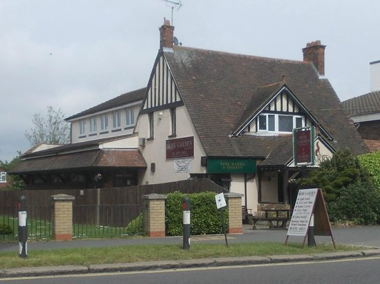 Hockley, UK: The Rose Garden, London Rd, Leigh-on-Sea.