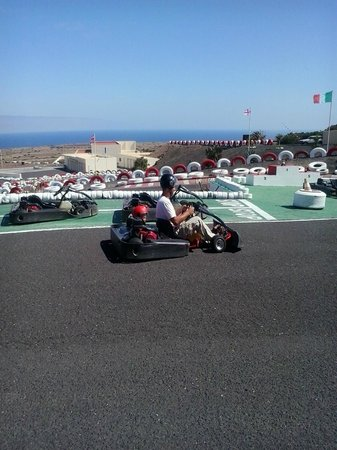 Go Karting San Bartolomé: Doble go karts for the little ones to enjoy going around too...