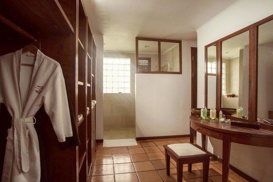 Victoria Phan Thiet Beach Resort & Spa: Private Pool - Bathroom