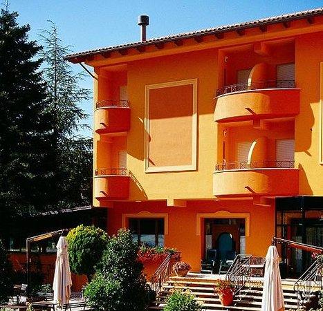 Hotel Montenerone: Ristorante Hotel a contatto con la natura