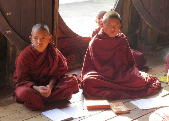 Shwe Yaunghwe Kyaung : i piccoli monaci