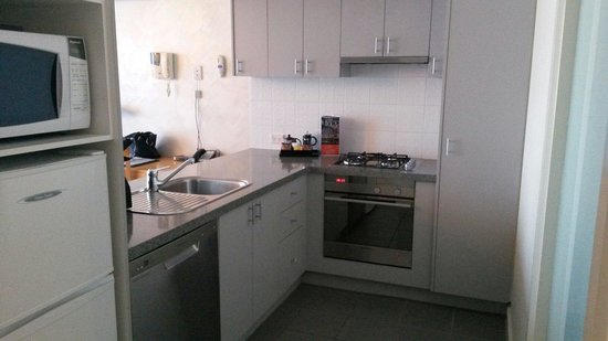 Quest Southbank Melbourne: One bedroom apartment -kitchen