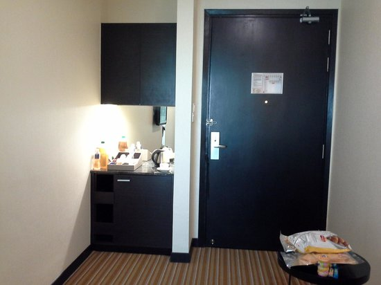 Hatten Hotel Melaka : view of door and mini bar