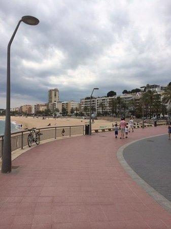 Rosamar Garden Resort: view of promenade & beach at Lloret De Mar